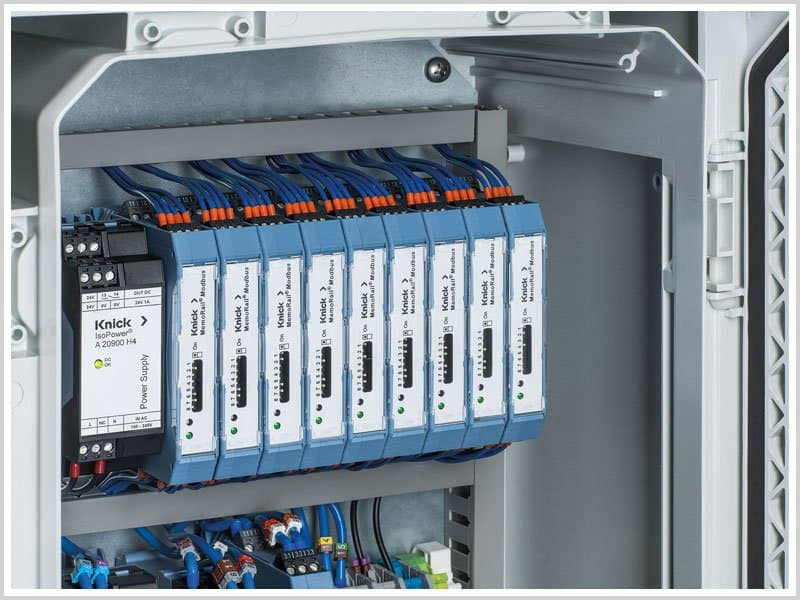 Memorail Modbus from Knick installed in a control cabinet