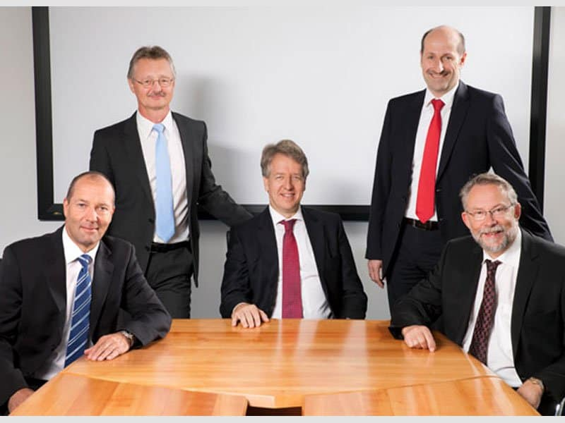 group photograph of knick managing board