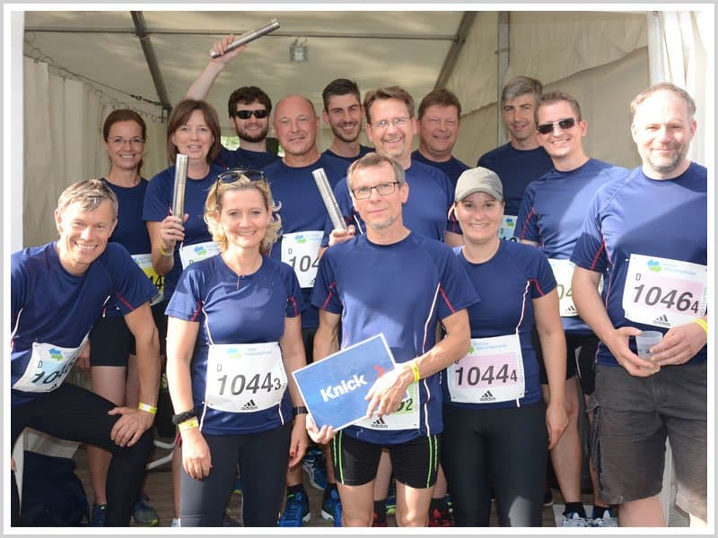 The Knick Relay Teams pose after completing the Berlin Wasserbetriebe Relay Race 2017